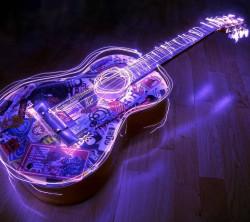 عکس زمینه گیتار نئون بنفش