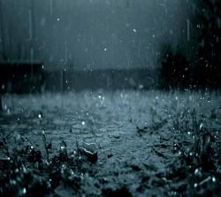 عکس زمینه قطرات باران شدید