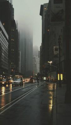 عکس زمینه شهر بارانی زیبا