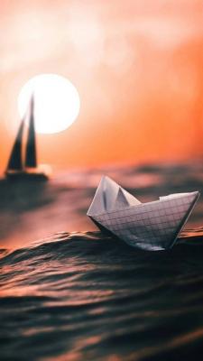 عکس زمینه قایق کاغذی