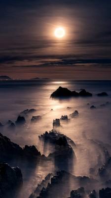 عکس زمینه مهتاب ساحل مه آلود