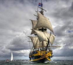 عکس زمینه کشتی قدیمی بادبانی