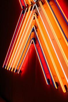 عکس زمینه چراغ های نئون روشن شده