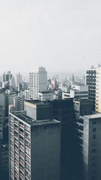 عکس زمینه ساختمان های خاکستری شهری