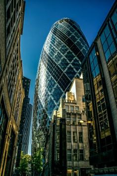 عکس زمینه ساختمان شیشه ای لندن