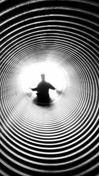 عکس زمینه هنری تونل سیاه و سفید