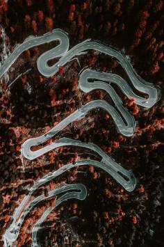 عکس زمینه هوایی زیگ زاگ جاده