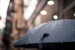 عکس زمینه قطرات باران روی چتر