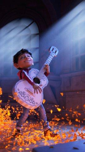 عکس زمینه گیتار زدن در انیمیشن کوکو