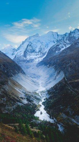 عکس زمینه کوهستان های پوشانده از برف در سوئیس