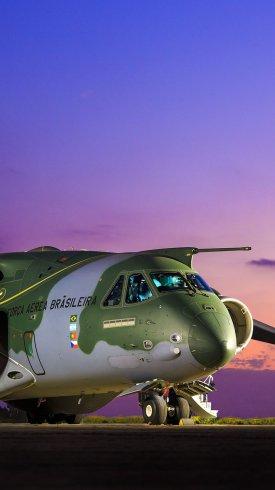 عکس زمینه هواپیمای حمل و نقل نظامی
