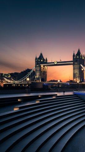 عکس زمینه پل برج لندن در شب