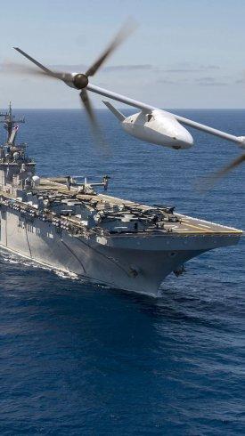 عکس زمینه هلیکوپتر و ناو جنگی دریا