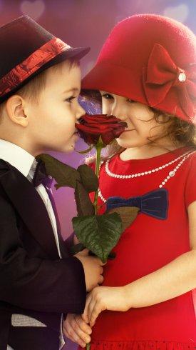 عکس زمینه پسربچه و دختر بچه به همراه گل رز قرمز