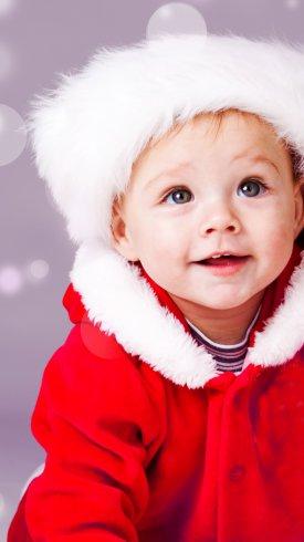 عکس زمینه پسر بچه با لباس قرمز زیبا
