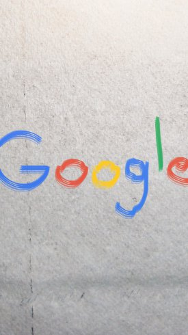 عکس زمینه لوگوی گوگل بر روی دیوار