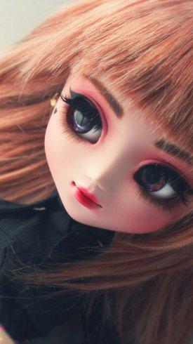 عکس زمینه عروسک ناز دختر بلوند 4K