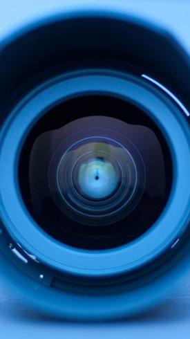 عکس زمینه فناوری زوم دوربین با لنز آبی